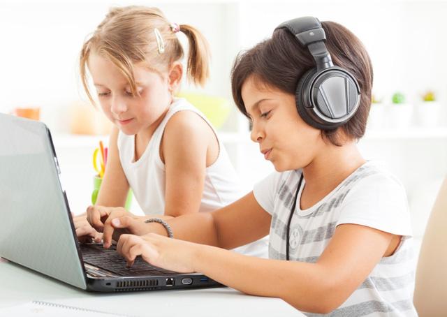 Đừng cấm trẻ em tiếp cận với công nghệ khi học tiếng Anh
