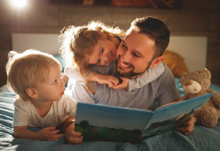 3 cách đơn giản ba mẹ có thể giúp con học tiếng Anh tại nhà