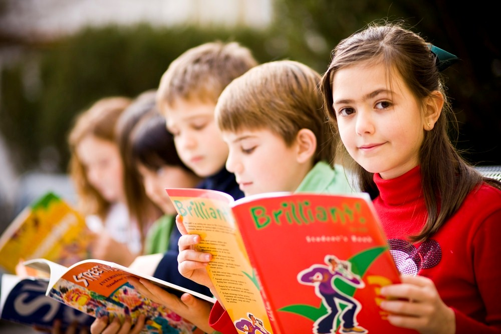 Lí do nên cho trẻ lớp 4 học đọc tiếng Anh bằng sách