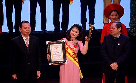 """Alokiddy vinh dự nhận giải thưởng top 10 """"Thương hiệu tin cậy, Sản phẩm chất lượng, Dịch vụ tận tâm"""""""